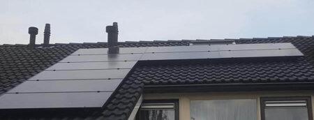 Zonnepanelen op een dak van één van onze klanten
